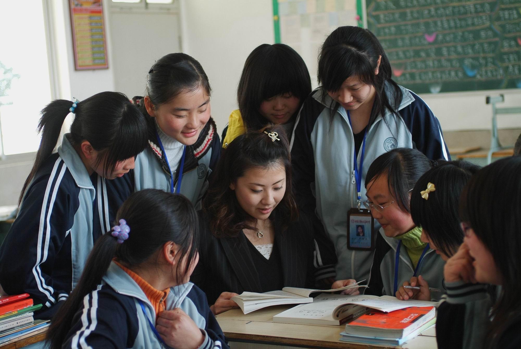 日籍教师矢田朋子辅导学生练口语