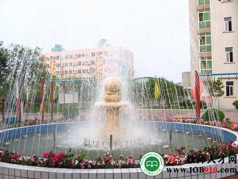 学校美丽的喷泉