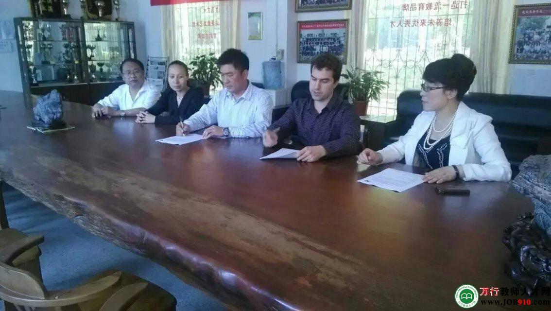 2015年5月22日校领导与加拿大联合办学签署协议
