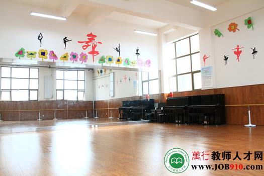 宽敞明亮的舞蹈室