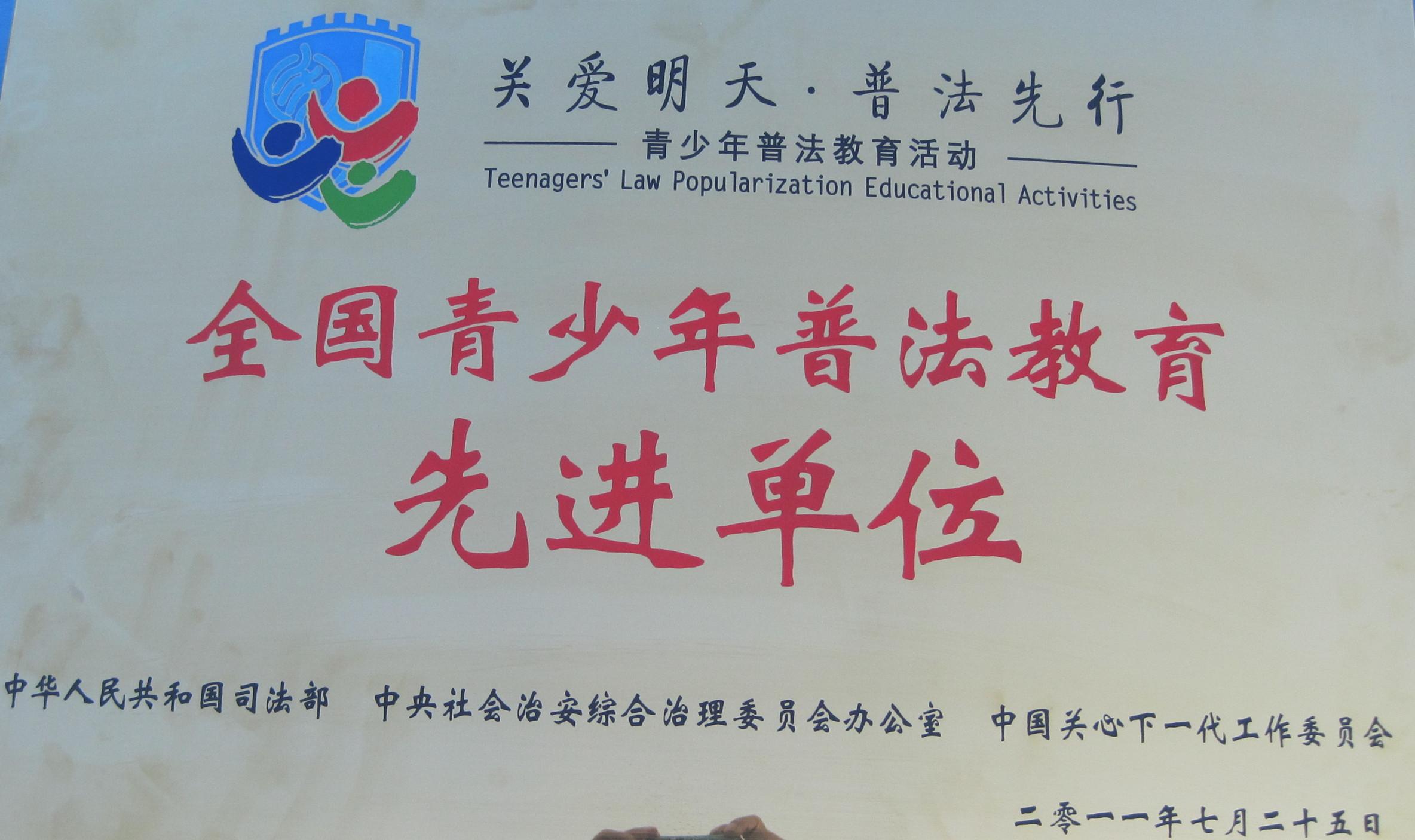 仙居外语学校创办于1998年,位于浙江省仙居县城区。现有小学、初中、高中三个校区,96个教学班,5000多名在校生。办学18年来,中考成绩一直位居全县榜首,教育教学质量已跻身于台州市前列,享有较高的社会声誉。成为仙居县中小学生择校首选,每年来校报名求学的有3000多名学生。我校生源充足,招生任由挑选,万行教师人才网所招学生基础扎实,好管好教,当教师非常有成就感。欢迎你加盟我校。